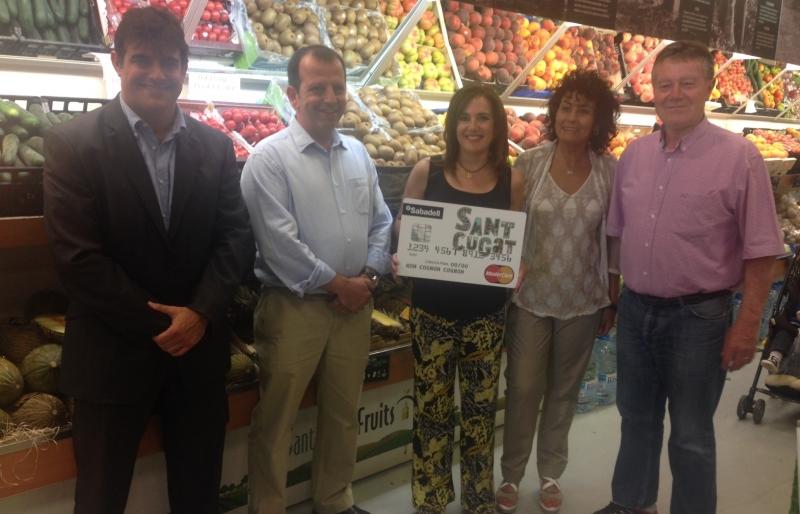 CLIENTA DE SANT CUGAT FRUITS GUANYA EL PREMI DE 3.000 €